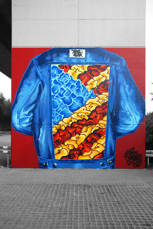 "A homage to the golden state, each of both up 6 m high. In early Graffiti days Jeansjackets with a ""backpiece"" were very common. We choose a part of the USA flag with the other colors, filled with ""Bubble Styles""."